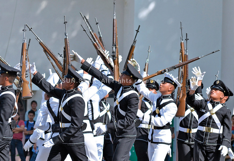 DAVAO. Philippine Military Academy cadets throw their rifles in the air in seeming uncoordinated moves but just as quickly march in time during the silent drill held at the University of Southeastern Philippines on Tuesday. (King Rodriguez)