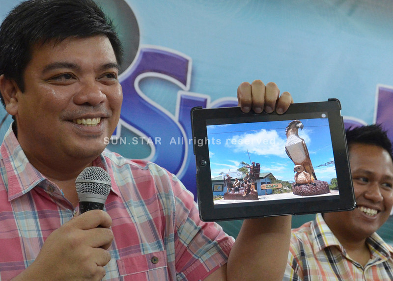 DAVAO. City Tourism Office chief Jason Magnaye shows a picture of one of the three newly-established landmarks in the city, which have become among the favorite spots visited by tourists, during Thursday's discussion and announcement of the upcoming City Summerfest in I-Speak Forum. (King Rodriguez)