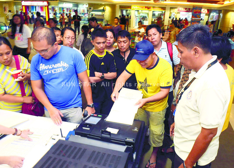 Voting demo at SM Cebu City mall