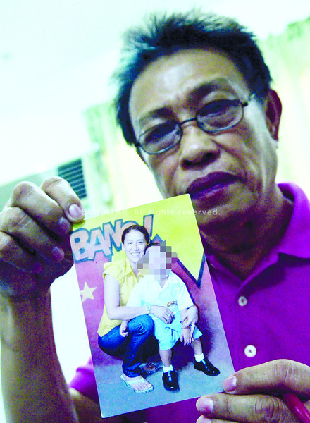 LOVE OF THEIR LIVES. Charry Mangacop, former mayor of Placer, Surigao del Norte, wants the police to find the persons who killed his wife, Crisanta Lauro, also the live-in partner of Pio V. Cruz, Masbate Mayor Herminigildo Betonio III. (Photo by Amper Campaña of Sun.Star Cebu)