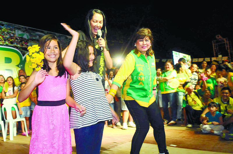 Ruffa Gutierrez with mom and daughters