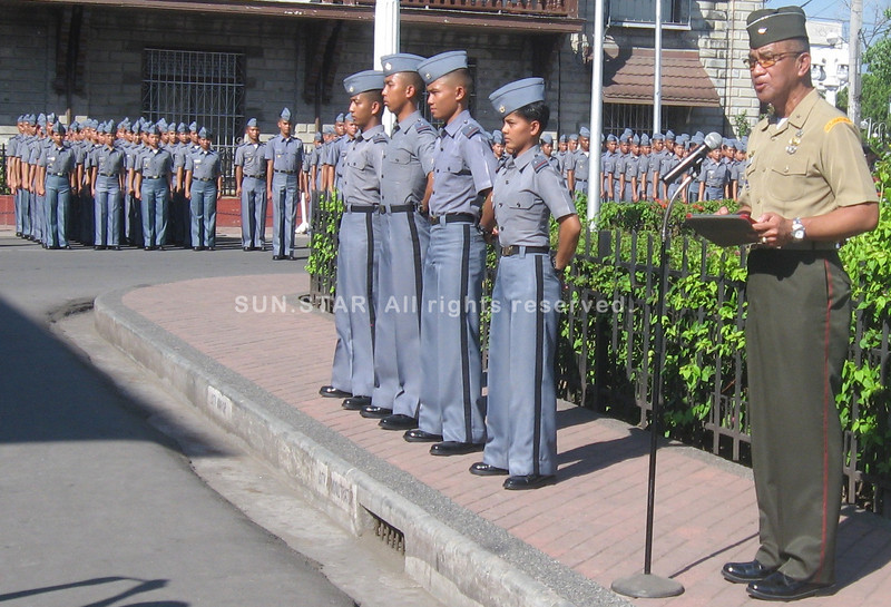 """ZAMBOANGA. PMA Assistant Superintendent Brig. Gen. Andrei Costales briefs Monday the City Government employees the purpose of the Southern Cruise of the PMA """"Salaknib"""" Class 2017. To his right are four Zamboangueno cadets. (Bong Garcia)"""