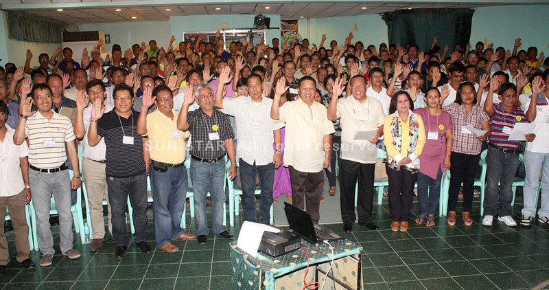 OATHTAKING. New members of Liberal Party from Misamis Oriental take their oath Thursday. (Joey P. Nacalaban)