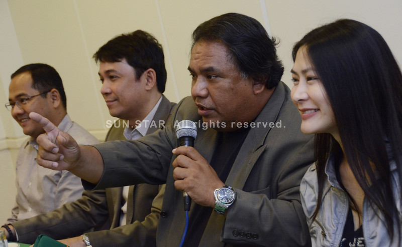 CORONA'S TEAM.  Lawyer Jose Roy III (second from right) leads the Corona defense panel during a press conference Wednesday afternoon in the Cebu Country Club. With him are (from left) lawyers Rico Paolo Quicho, Tranquil Salvador III and Karen Jimeno.  (SUN.STAR FOTO/AMPER CAMPAÑA)