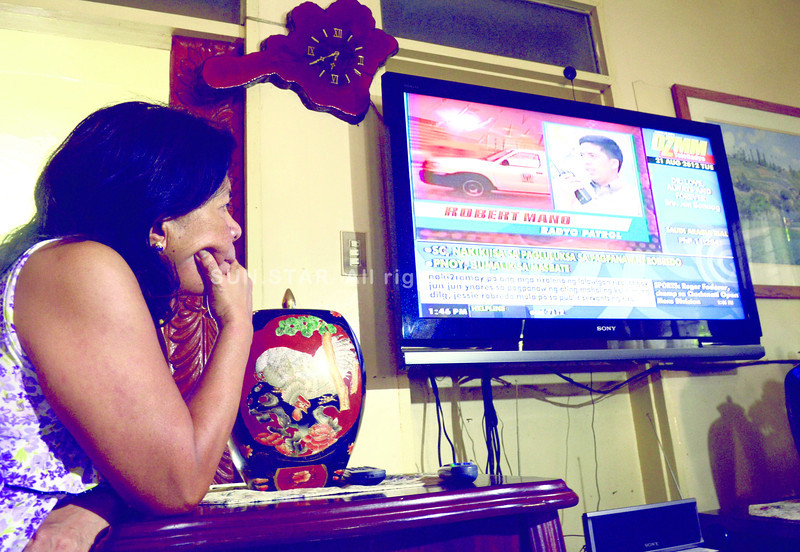 FAITH.Margarita Bahinting says her faith gives her strength as she awaits news of her husband Jessup, the pilot of the aircraft that Interior and Local Government Secretary Jesse Robredo rode in.(Sun.Star Photo/Ruel Rosello)