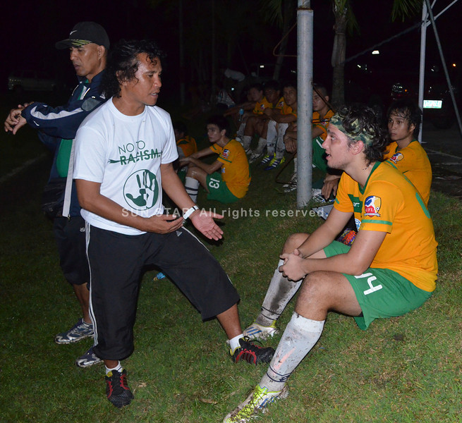 BACOLOD. Coach Franklin Muescan instructs Mikel Garcia during the friendly game against Ceres FC at North pitch last Saturday. (Butch S. Bacaoco)