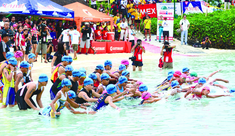 Athletes competing in the 11-12 years old category of the Alaska Milk Ironkids Triathlon start their 300-meter swim off the Mactan Shangri-la Resort. They then conquered a 10-kilometer bike route and a two-kilometer run. (Allan Cuizon photo/Sun.Star Cebu)
