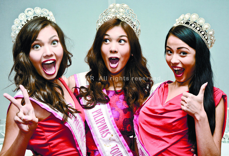 CEBU. In a press conference in Cebu, this year's Mutya ng Pilipinas winners show they're not too vain about their looks to try a funny pose. They are (from left) first runner-up Maureen Montagne, Mutya ng Pilipinas Tourism International Angeli Dione Gomez from Cebu and Mutya ng Pilipinas Overseas Asdis Karlsdottir.(Alex Badayos photo/Sun.Star Cebu)