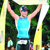 Courtney Atkinson of Australia raises the ironman ribbon after finishing first in the Pro category.<br /> foto: Alex Badayos