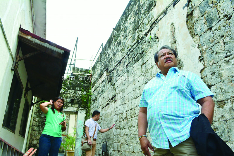 MEMORY SERVES. The Museo Sugbo, shown here during an inspection by Director Ludovico Badoy of the National Historical Commission of the Philippines, will be repaired, along with the Cebu Metropolitan Cathedral. (Sun.Star photos/Allan Cuizon)