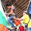 DAVAO. Pasahero nga padulong sa Tacurong City mikatkat agi sa bentana sa bus sa Davao Overland Transport Terminal sa Ecoland kay labihan kadaghan sa mga pasahero nga manguli sa ilang probinsiya aron magsaulog sa Bag-ong Tuig uban sa ilang pamilya. (Seth Delos Reyes)