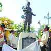 Cebu City Mayor Michael Rama (second, right) gave the monument of Andres Bonifacio a thumbs up during the unveiling ceremony at the Plaza Independencia. With him are (from left) Cebu City Councilor James Cuenco, National Historical Commission of the Philippines (NHCP) chief Alvin Alcid, NHCP executive director Ludovico Badoy and Vice Mayor Edgardo Labella. (Arni Aclao photo/Sun.Star Cebu)