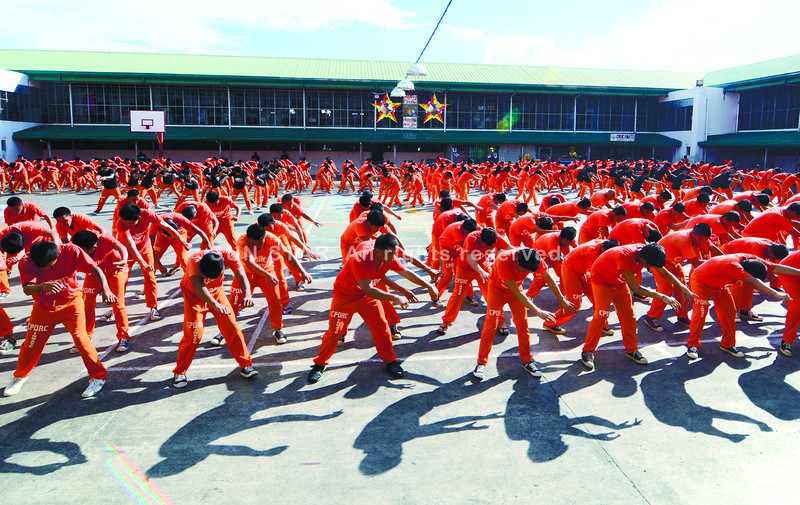 Inmates at the Cebu Provincial Detention and Rehabilitation Center put on their last performance for 2013. The performers, who gained popularity when a video of one of their shows attracted a following on YouTube, stage regular shows to raise funds. (Photo by Alex Badayos of Sun.Star Cebu)