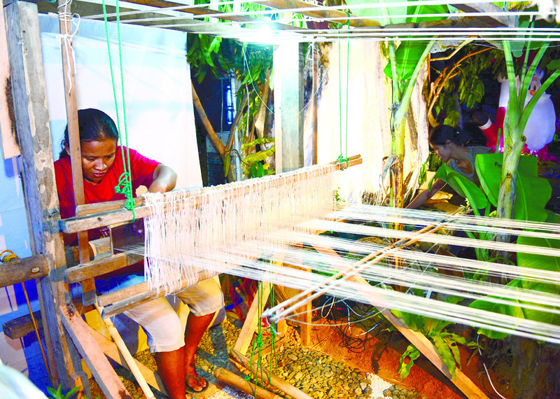 Among the products highlighted during the opening of the Danao City's Christmas bazaar was sinamay fabric made out of abaca. (Photo by Allan Cuizon of Sun.Star Cebu)