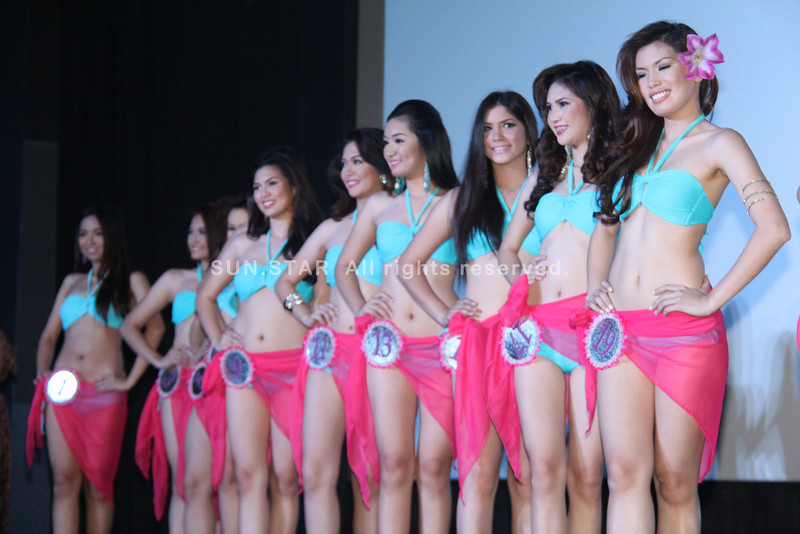 PAMPANGA. Beautiful and talented ladies vying for the crown of Mutya Ning Kapampangan 2013 show off their curves and form during Sunday's swimsuit competition and press presentation at SM City San Fernando downtown. (Photo by Chris Navarro of Sun.Star Pampanga)