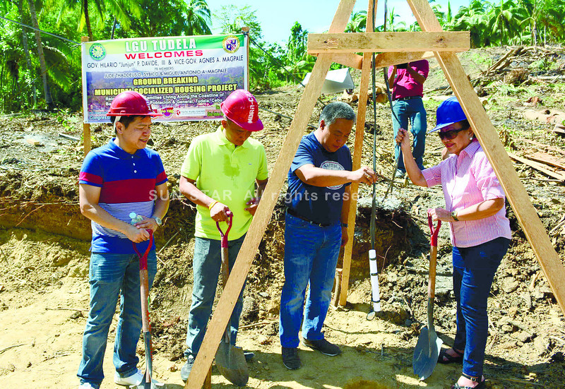 CEBU. (From left) Cebu Provincial Board Member Jude Thaddeus Sybico, Tudela Mayor Erwin Yu, Gov. Hilario Davide III and Vice Governor Agnes Magpale open Tudela's relocation site in Barangay General for Typhoon Yolanda survivors. (Allan Cuizon photo/Sun.Star Cebu)