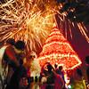 LIGHTS UP. A fireworks display caps the ceremonial lighting of a 120-foot Christmas tree the M.Lhullier group has built in Cebu City's Fuente Osmeña. (Foto by Alex Badayos)