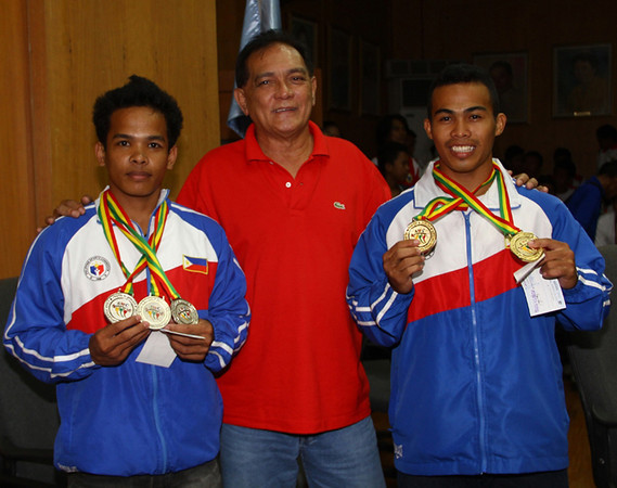 ZAMBOANGA. Mayor Celso Lobregat on Friday poses with Jeffrey Garcia (left) and Nestor Colomia (right) who won 2 gold and 3 silver medals, respectively, in the recently-held 19th Asian Junior and 26th Asian Junior Men Weightlifting competition in Myanmar. (Bong Garcia)