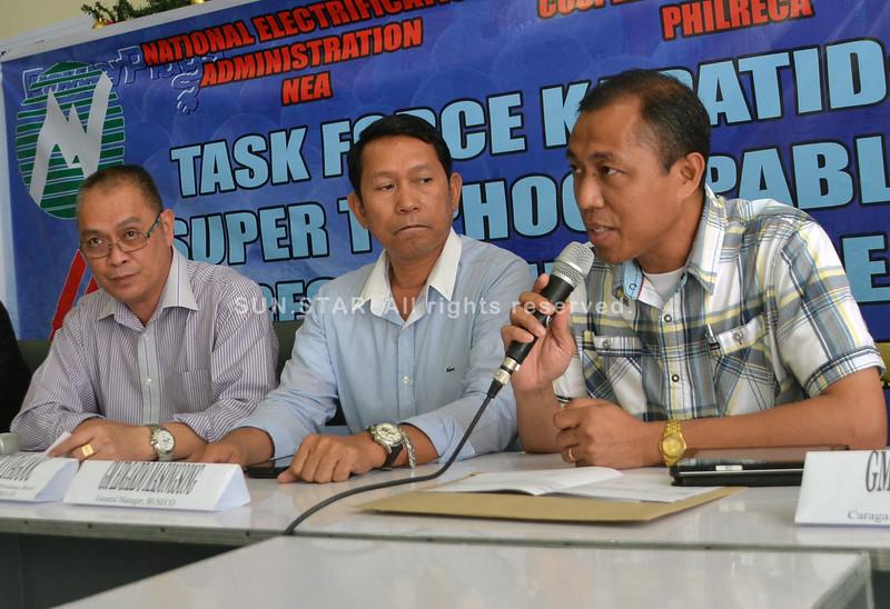 GISAYSAY ni Joceler Moralda, general manager sa Surigao del Sur Electric Cooperative Inc. ang danyos sa linya sa kuryente tungod sa Bagyong Pablo ug ang ilang paningkamot nga mabalik ang kuryente sa mga apektado nga lungsod. (Seth Delos Reyes)