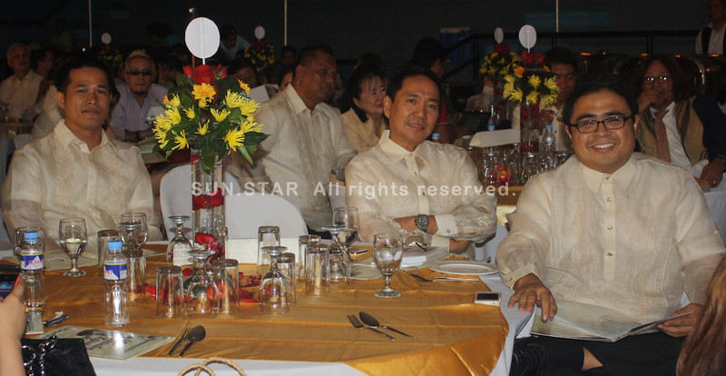 PAMPANGA. Outstanding Kapampangan Awards Board of Judges chair Levy P. Laus with fellow judges Dauphin Punzalan and Ivan Anthony Henares during the awards night at the Bren Z. Guiao Convention Center. (Jovi T. De Leon)