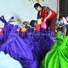 DAVAO. Giandam ni Virgie Bautista sa City Social Services and Development Office ang mga relief goods nga ihatag sa mga biktima sa baha gikan sa lokal nga gobyerno sa dakbayan alang ngadto sa molupyo sa Barangay 5-A. (Seth delos Reyes)