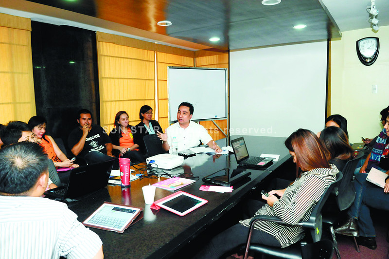 BE WARNED. Commission on Elections (Comelec) 7 Director Temie Lambino explains Comelec regulations on campaign materials and election candidates' right to reply to Sun.Star Cebu advertising executives, news reporters, and editors. (Sun.Star Photo/Allan Defensor)