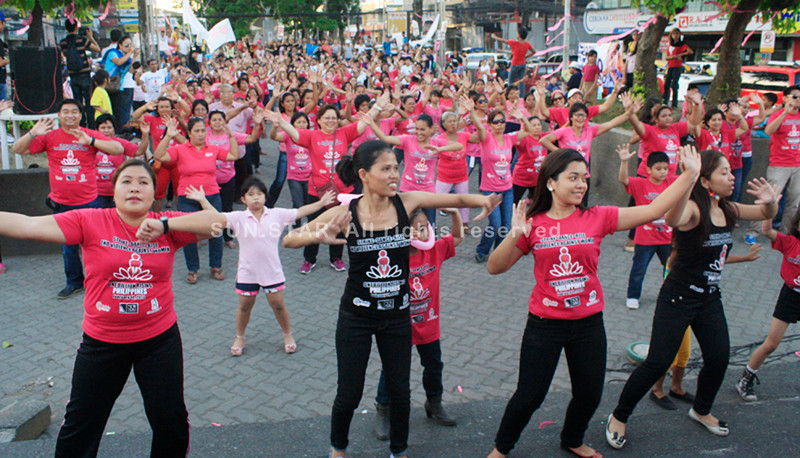 "Hundreds of women take time out to participate in a dance number as part of the global campaign to end violence against women and children during Thursday's ""One Billing Rising"" at the Magsaysay Park in Divisoria, Cagayan de Oro City. Similar activities were also held in other parts of the country. (Joey P. Nacalaban)"