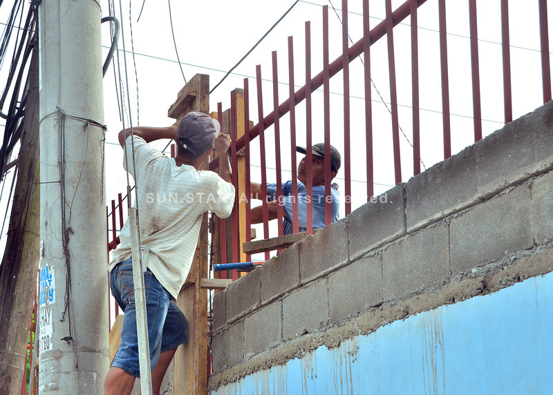 DAVAO. The fence around Buhangin Central Elementary School is extended higher to discourage students from climbing over the fence. (Seth delos Reyes)