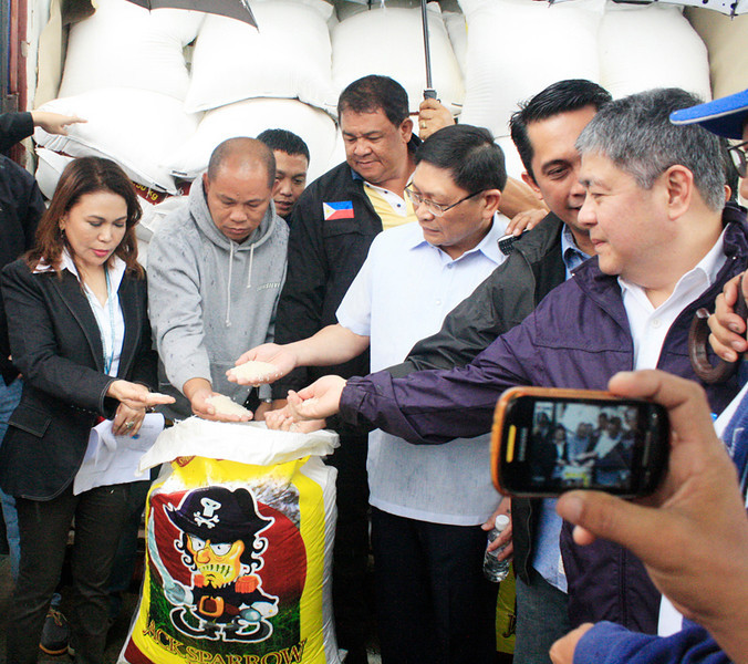 CAGAYAN DE ORO. Bureau of Customs Deputy Commissioner Danilo Lim (4th from left) and Customs Cagayan de Oro District Collector Lourdes Mangaoang (far left) lead the inspection of newly confiscated 17,500 bags of Indian rice at the Mindanao Container Terminal in Tagoloan, Misamis Oriental on Tuesday. (Joey Nacalaban photo)