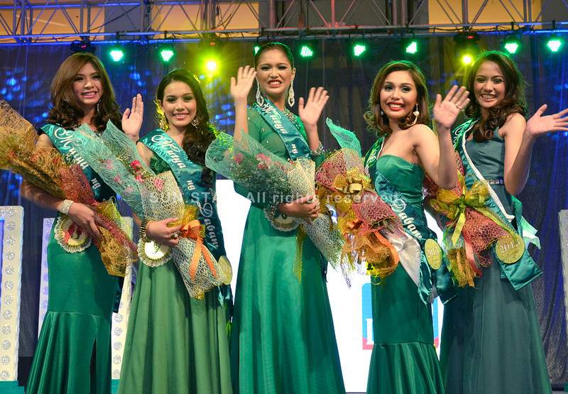 DAVAO. The five Mutya ng Dabaw 2013 finalists, from left: Fila Guia Hidalgo, Czarina Rizel Marante, Kristine Angeli Estoque, Lery Stephanie Bautista, and Angeline Nicole Morales, have their picture taken after they were chosen during the pre-pageant night held at Abreeza Mall on Wednesday. The coronation night is scheduled tomorrow at the Davao City Recreation Center. (King Rodriguez)