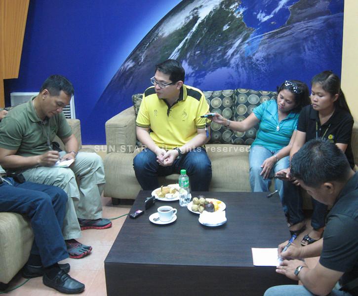 ZAMBOANGA. Liberal Party senatorial bet Bam Aquino (in yellow shirt) answers questions from newsmen during his visit Wednesday in Zamboanga City. (Bong Garcia)