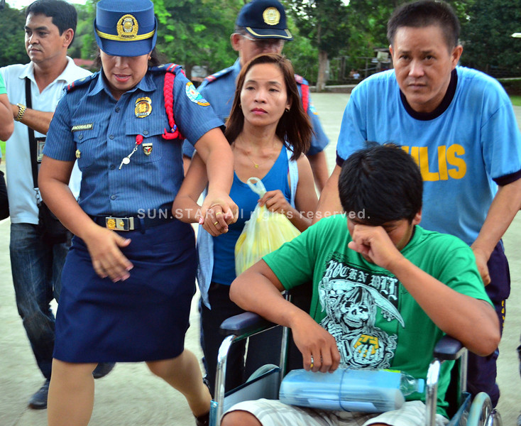 DAVAO. PO1 Ruel Pasion could not contain his emotion as he is brought to a waiting ambulance that will ferry him to a clinic at Police Regional Office at Camp Catitipan in Buhangin, Davao City for medical check-up after he was released unharmed by New People's Army rebels, who held him captive for 34 days. (Seth delos Reyes)