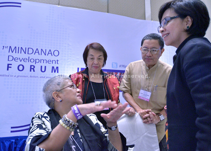 DAVAO. Presidential Peace Adviser Sec. Teresita Deles in a chat with Mindanao Commission on Women's founding chair and CEO Irene Santiago, former UP-Mindanao chancellor Ricardo de Ungria, and government peace panel chair Miriam Coronel-Ferrer in Friday's 1st Mindanao Development Forum organized by Mindanao Development Authority at the Marco Polo Hotel Davao. (King Rodriguez)