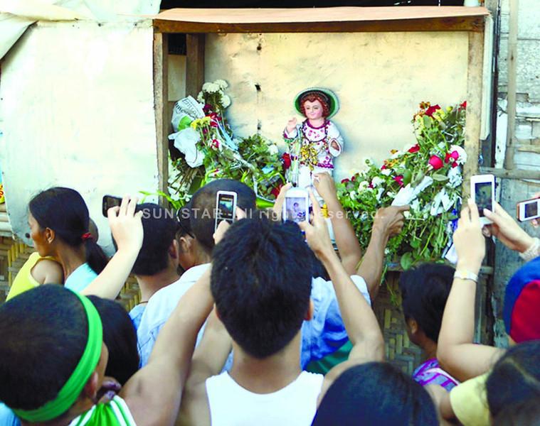 CEBU. Devotees of the Sto. Niño have flocked to the Sto. Niño de Cebu parish in Barangay Mactan, Lapu-Lapu City to take photos of Niño Palaboy, believed to be a talking and, at times, moving Niño. (Alan Tangcawan)