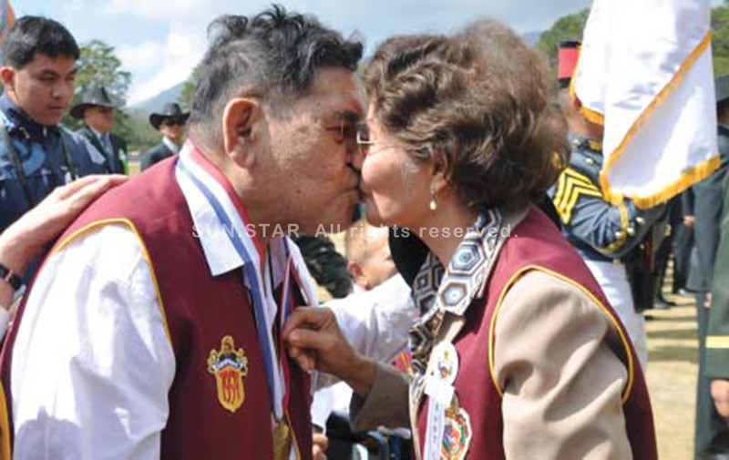 BAGUIO. One of the oldest couples share a light moment with a kiss during the Philippine Military Academy Alumni Homecoming 2014 at Fort Del Pilar on Saturday. (Redjie Cawis)