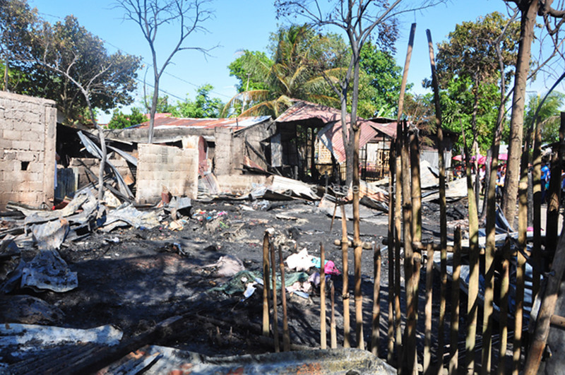 BACOLOD. A fire wiped out six houses and claimed the lives of three children in Purok Kawayanan, Barangay Handumanan, Bacolod City Tuesday afternoon. (Merlinda A. Pedrosa)