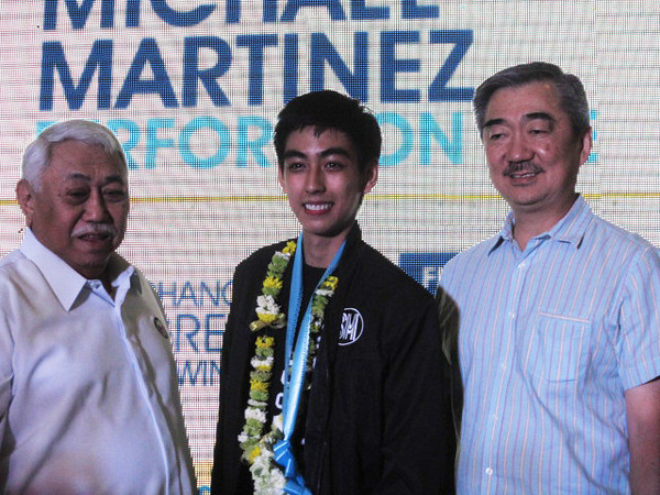 """Olympic figure skater Michael Christian Martinez (center) shares his inspiring journey in the 2014 Winter Olympics to fellow """"athlete heroes"""" in his homecoming on Sunday. (Virgil Lopez/Sunnex)"""