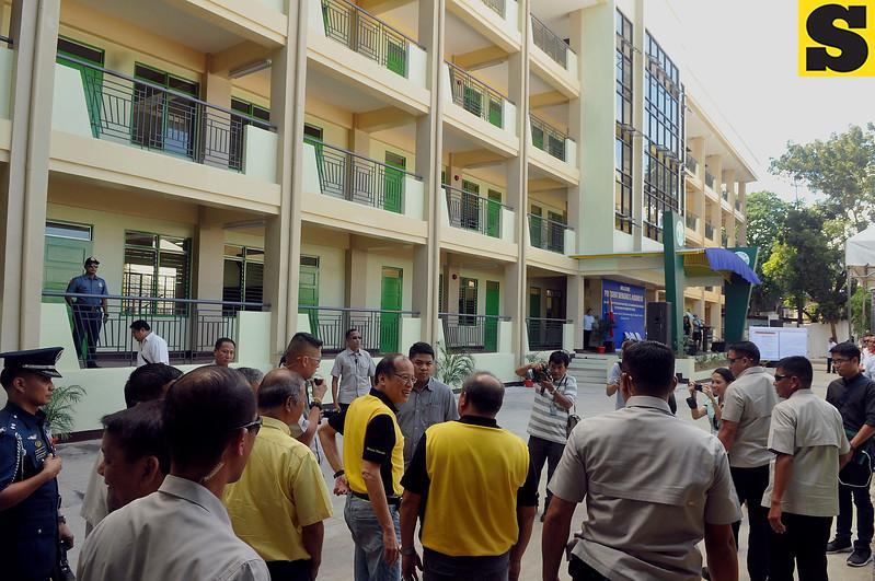 Aquino visits Guadalupe Elementary School in Cebu City