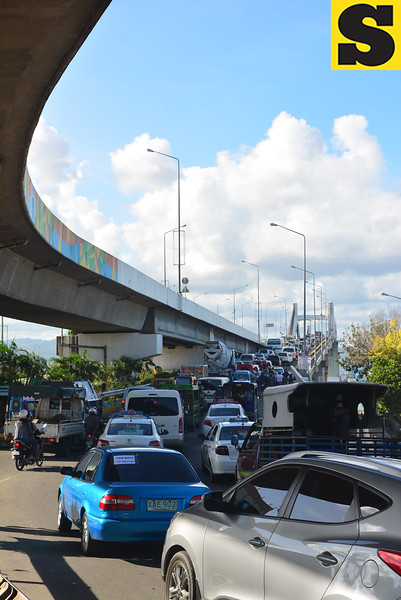 Heavy traffi c is expected at the Marcelo Fernan Bridge