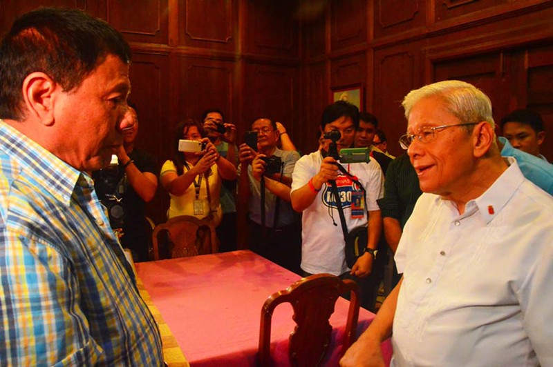 Rodrigo Duterte asks for forgiveness from Bacolod Bishop Vicente Navarra