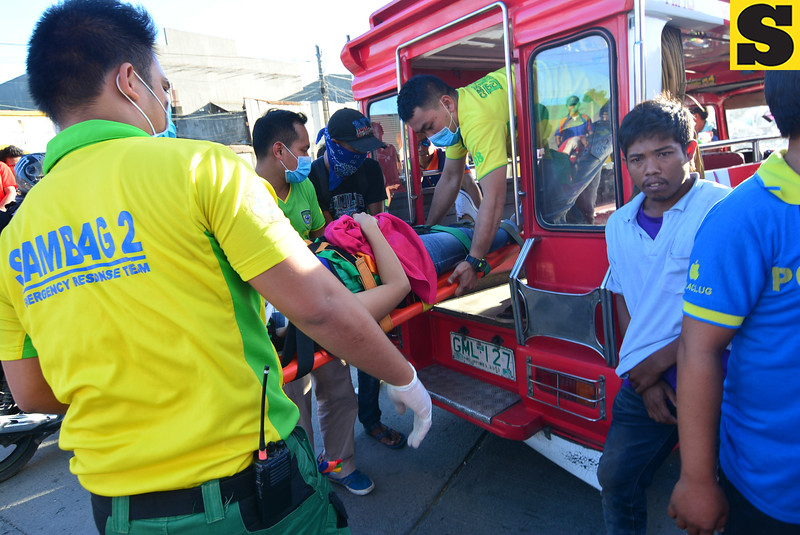 Sambag 2 emergency rescue team attends to injured jeepney passengers