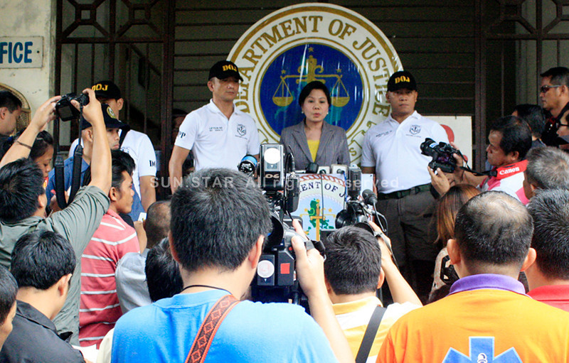 SENIOR Assistant State Prosecutor Edna Valenzuela of the Justice department in Manila answers questions from the media outside the Hall of Justice Wednesday morning. Valenzuela said the 14-member panel of prosecutors was frustrated over the postponement of the arraignment of pyramiding scam suspect Jahcob Rasuman. (Joey P. Nacalaban)