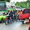 DAVAO. Mga motorista nagpaabot kanus-a makakitag binta aron molusot sa mga trak na nabara sa highway sa Bunawan tungod sa baha kagahapon sa buntag. (Seth Delos Reyes)