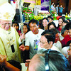 CHARISMATIC. Members if the Catholic Charismatic Communities of Cebu gather around Cebu Archbishop Jose Palma during the group's 37th anniversary celebration. (Sun.Star Photo/Allan Cuizon)