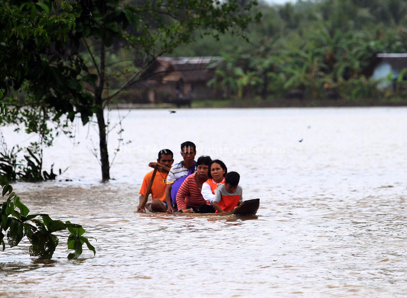 LANAO DEL NORTE. Residents living in the interior part of the coastal village of Lapinig in Kapatagan town in Lanao del Norte flee from their homes dawn on January 13 as flash flood waters keep on rising brought about by sustained rainfall for the past three days. (Richel V. Umel)