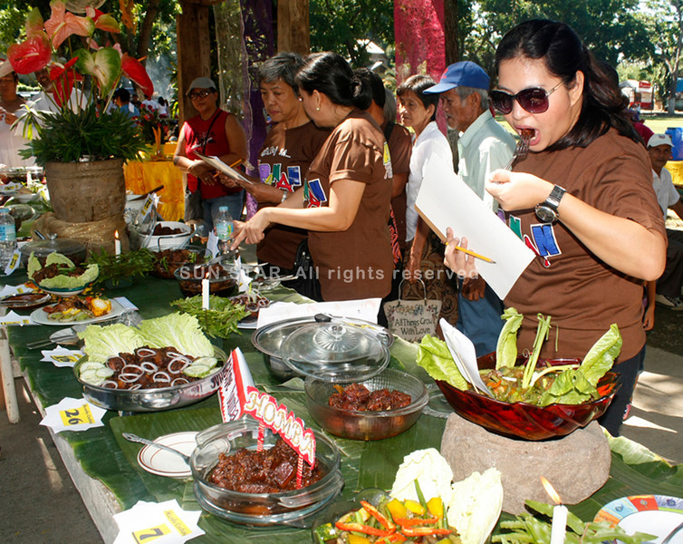 CAGAYAN DE ORO. Judging the 35 entries of humba during the Humba Festival in Iponan village. (Joey P. Nacalaban)