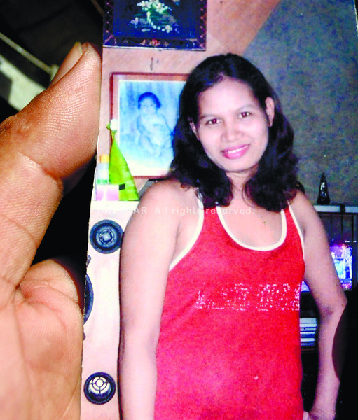 HELPLESS. Autopsy report says victim Jeycela Muñoz was stabbed 27 times by the suspect. She was found dead in an alley at the back of her boarding house in Sitio Viewhills, Barangay Quiot, Cebu City. (Allan Tangcawan/Sun.Star Cebu)