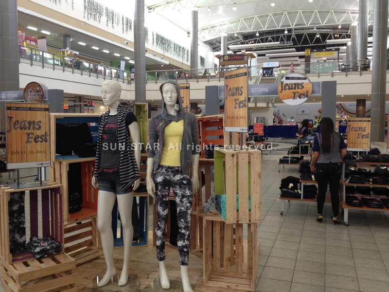 PAMPANGA. Fashionistas who love to wear jeans are treated to discounted items at SM City Clark, for the whole month of July. Different brands are on display at the main mall area. (Chris Navarro)
