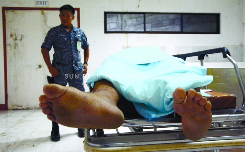Toledo City Jail Warden Anaclito Dusaran's body lies in the morgue of the local district hospital. Dusaran was shot by Jail Officer 1 Donald Ramas who reportedly got upset when his request for a study leave was not approved. (Alex Badayos photo/Sun.Star Cebu)