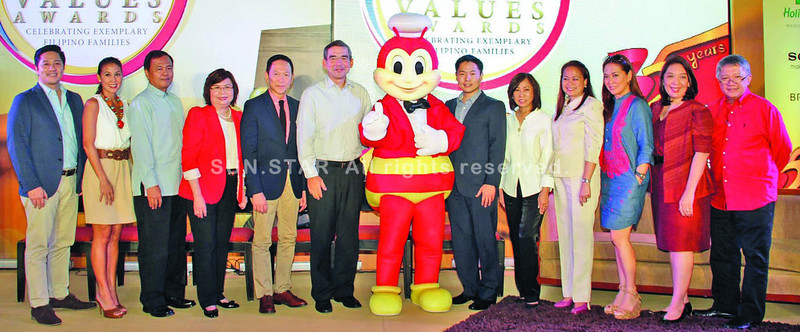 Jollibee Philippines president Jose Miñana (center) with the 3rd Jollibee Family Values Awards Board of Judges, from left: Atty. Adel Tamano; Christine Jacob-Sandejas; DSWD Assistant Secretary Teodulo Romo Jr., who represented Secretary Dinky Soliman; Owwa Administrator Carmelita Dimzon; Francis Kong; Jollibee vice president for marketing Harvey T. Ong; Jollibee Group Foundation president and co-chair of the Board of Judges Grace A. Tan Caktiong; JFC Country HR head Theresa Jotie; Karen Davila; Maribel Sison-Dionisio and Fr. Tito Caluag.